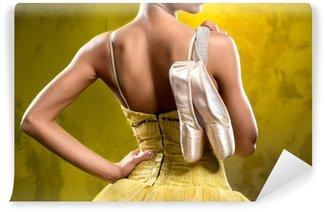 Vinylová Fototapeta Baletka s pointe boty proti zastaralým zdi na pozadí