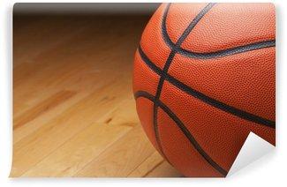 Vinylová Fototapeta Basketbal záběr zblízka na dřevěné podlaze tělocvičny
