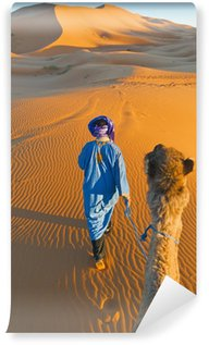 Vinylová Fototapeta Berber chůzi s velblouda na Erg Chebbi, Maroko