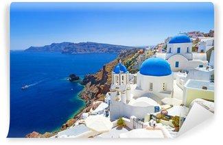 Fototapeta Winylowa Biała architektura Oia wsi na wyspie Santorini, Grecja