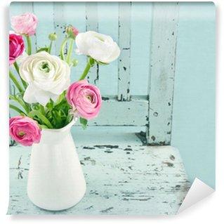 Vinylová Fototapeta Bílé a růžové květy na světle modré židle