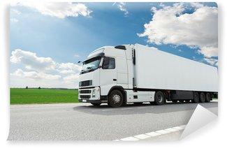 Vinylová Fototapeta Bílý nákladní automobil s přívěsem nad modrou oblohu
