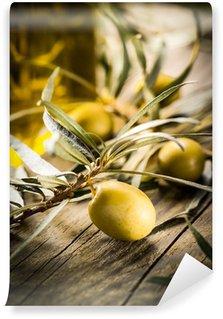 Vinylová Fototapeta Biopotraviny. Zelené olivy s lahví oleje