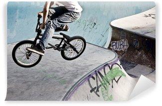Fototapeta Winylowa BMX w skateparku