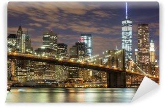 Fototapeta Winylowa Brooklyn Bridge i wieżowce downtown w Nowym Jorku na zmierzchu