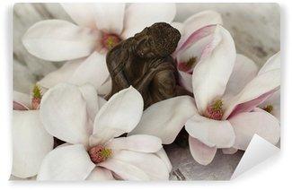Vinylová Fototapeta Buddhafigur mit Magnolienblüten