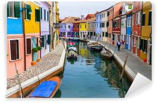 Vinylová Fototapeta Burano kanál plný lodí a barevné domy