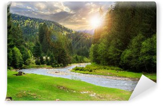 Vinylová Fototapeta Camping místě u horské řeky při západu slunce