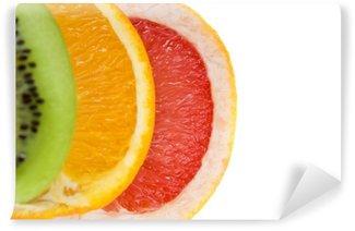Vinylová Fototapeta Čerstvé grapefruity, pomeranče a kiwi na bílém pozadí