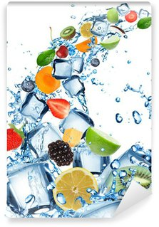 Vinylová Fototapeta Čerstvé ovoce ve vodě stříkající s kostkami ledu