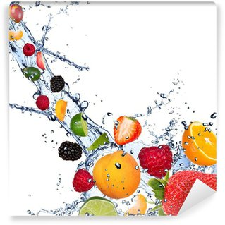 Vinylová Fototapeta Čerstvé plody patřící do šplouchnutí vody na bílém pozadí