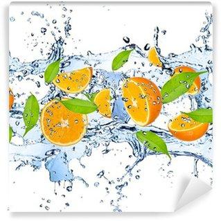 Vinylová Fototapeta Čerstvé pomeranče ve stříkající vodě, izolovaných na bílém pozadí