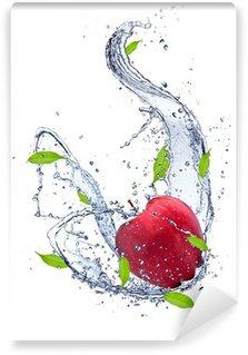 Vinylová Fototapeta Červené jablko v stříkající vodě, izolovaných na bílém pozadí