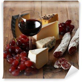 Vinylová Fototapeta Červené víno se sýrem a salámem