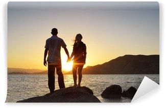 Vinylová Fototapeta Dívka a chlapec drží za ruce a pozoroval slunce