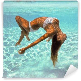 Vinylová Fototapeta Dívka portrét lodě pod vodou se bílých bikinách.