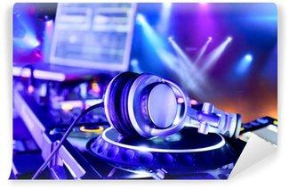Vinylová Fototapeta Dj mixer se sluchátky na uších