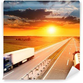 Vinylová Fototapeta Dva kamiony v motion blur na dálnici