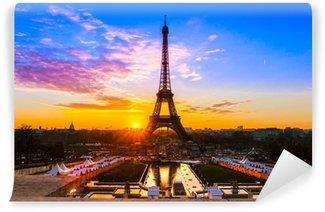 Vinylová Fototapeta Eiffelova věž při východu slunce, v Paříži.