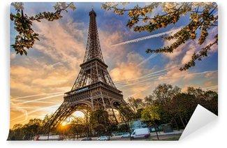 Vinylová Fototapeta Eiffelova věž proti východu slunce v Paříži, Francie