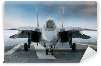 Fototapeta Winylowa F-14 myśliwiec odrzutowy na pokładzie lotniskowca patrząc od przodu