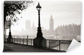 Fototapeta Vinylowa Gęsta mgła uderza london