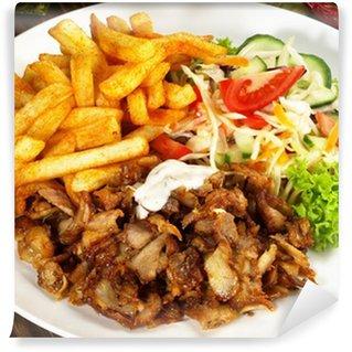 Fototapeta Winylowa Gyros mit frytkami und Salat