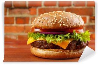 Vinylová Fototapeta Hamburger na stůl s červené cihlové zdi na pozadí