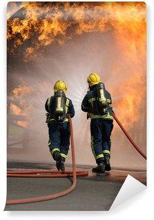 Vinylová Fototapeta Hasiči na rozsáhlý požár