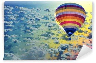 Vinylová Fototapeta Horkovzdušný balón na moře s oblak