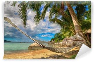 Vinylová Fototapeta Houpací síť mezi palmami u moře na tropickém ostrově