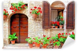 Vinylová Fototapeta Italská dům vpředu s barevnými hrnkových květin