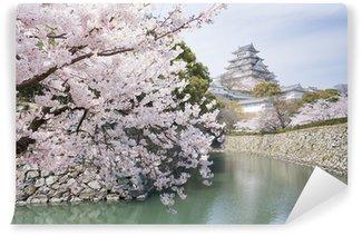 Vinylová Fototapeta Japonské třešňové květy a hrad na jaře