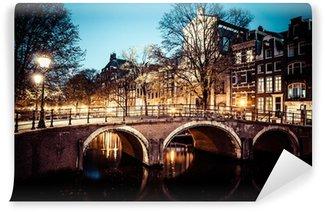 Vinylová Fototapeta Jeden z nejznámějších kanálů v Amsterdamu, Nizozemsko za soumraku.