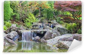 Fototapeta Winylowa Kaskadowy wodospad w ogrodzie japońskim w Bonn