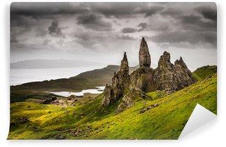 Vinylová Fototapeta Krajina pohled na Old Man of Storr skalního útvaru ve Skotsku