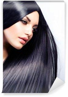 Vinylová Fototapeta Krásná brunetka. Zdravé dlouhé vlasy