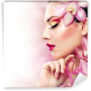 Vinylová Fototapeta Krásná dívka s květy orchidejí. Perfektní make-up