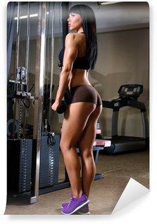 Vinylová Fototapeta Krásná mladá žena pracující ve fitness klubu