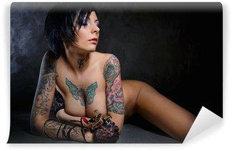 Vinylová Fototapeta Krásná žena s mnoha tetování na hrudi a paží