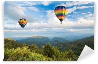 Fototapeta Vinylowa Lasów górskich i błękitne niebo