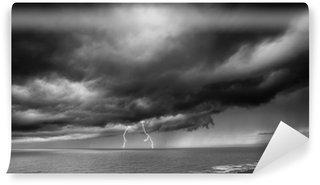 Vinylová Fototapeta Lightning Storm nad mořem - černá a bílá
