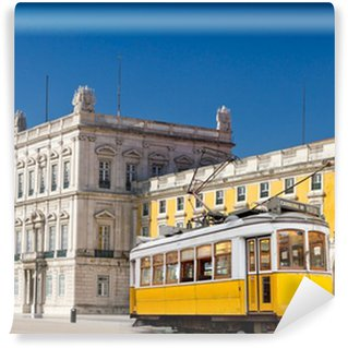 Vinylová Fototapeta Lisabon žlutá tramvaj na centrálním náměstí Praca de Comercio, Portugalsko