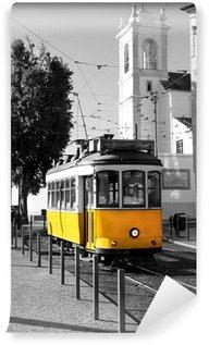 Vinylová Fototapeta Lisabonská staré žluté tramvaje na černé a bílé pozadí
