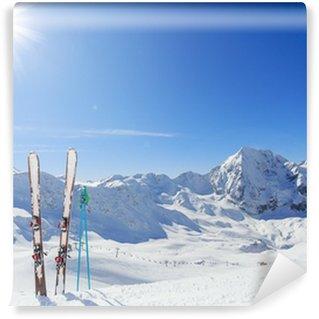 Vinylová Fototapeta Lyžování, hory a lyžařské vybavení na sjezdovky