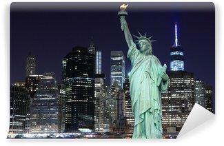 Vinylová Fototapeta Manhattan Skyline a Socha Svobody v noci