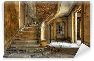 Fototapeta Winylowa Masywne kamienne schody w opuszczonej fabryce
