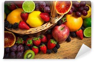 Fototapeta Winylowa Mix świeżych owoców w wiklinowym bascket