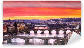 Vinylová Fototapeta Mosty v Praze nad řekou při západu slunce