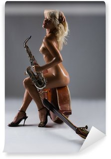 Vinylová Fototapeta Nahá žena s saxofon sedí na staré kontrabas